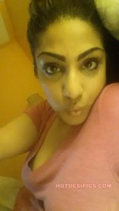 Indian wife nude leaked photos 006