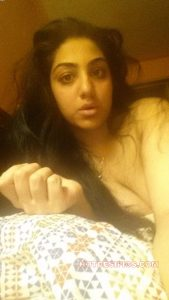 Indian wife nude leaked photos 010