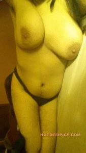Indian wife nude leaked photos 032