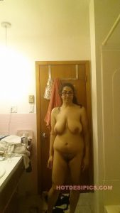 Indian wife nude leaked photos 033