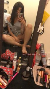 Pakistani nude teen selfies 009