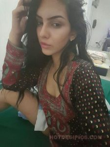 Desi sexy doctor ki leaked photos 005