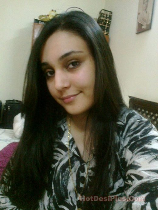 Jammu ki khubsoorat desi wife ke nude leaked photos 008